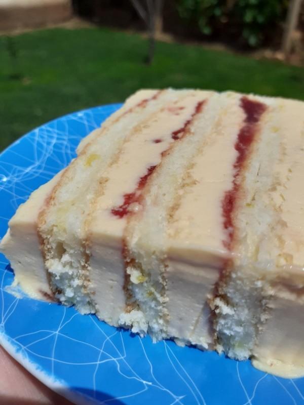 Ладна лимон торта со ванила и џем од јагоди