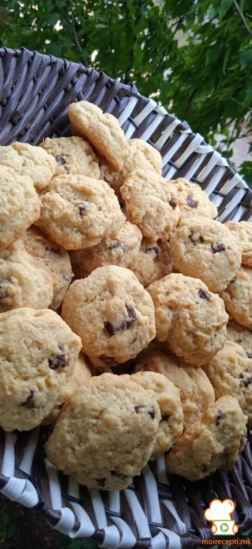 Кокос колачиња со парчиња чоколадо