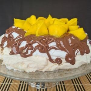 Павлова торта со нутела и манго