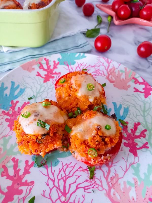 Полнети домати со моцарела