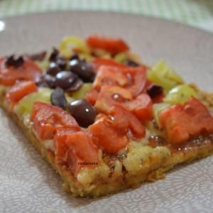 Пица со тесто од црвена леќа и просо