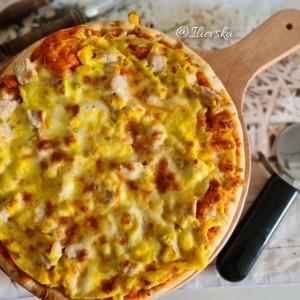 Пица со домашен полнеж