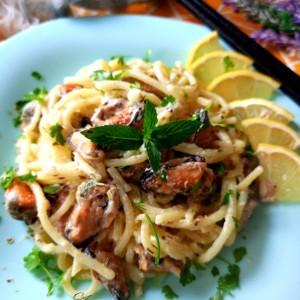 Шпагети со школки во сос
