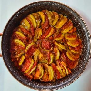 Рататуј со доматен сос