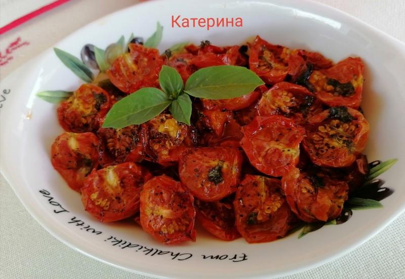 Тивко печени шери домати со свежи зачини