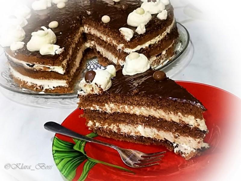 Торта со готови кори, пудинг и сируп од урми
