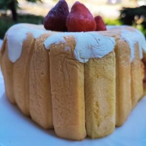 Лесна торта со јагоди и кисела павлака